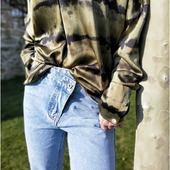 Zoom sur le Jean's crossover et la blouse holly&Joey.  On adore sa fermeture asymétrique !  #jeanscrossover #crossover #newco #instalook #mode #love #picoftheday #entrepreneuse #lovefashion #frenchriviera #lovemyjob #nouvellecollection #vetementsfemme #bijoux #hollyetjoey #france #jeans #jeanslover #boho #tendance